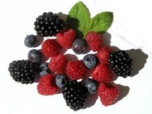 picture of berries as part of a raw vegan diet